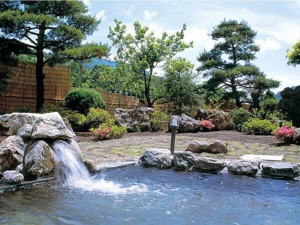 【露天風呂】四季折々の姿を見せる渓谷の大自然がお出迎え