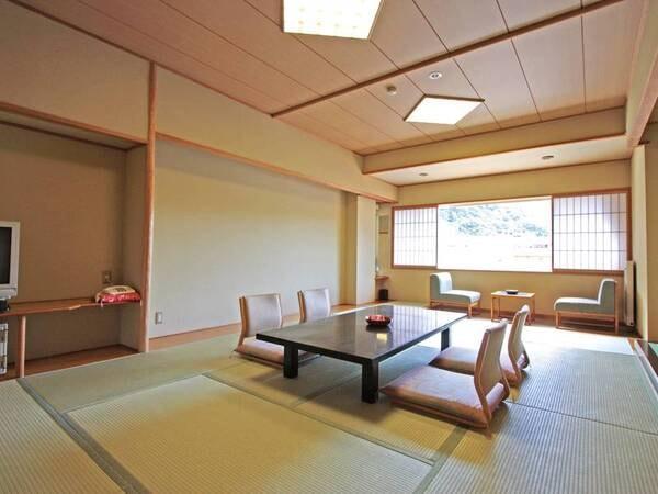 【客室/例】美しい渓谷を望む10畳以上の和室へご案内