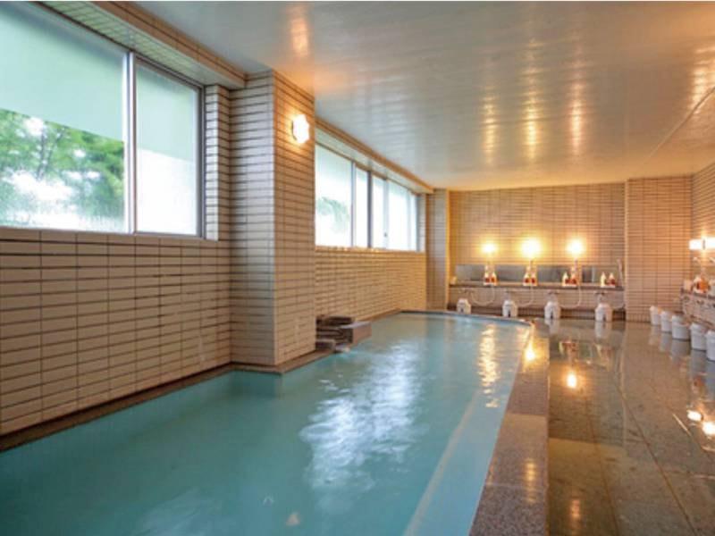 【男性用/大浴場】ほどよい湯加減で、朝から爽快気分。※姉妹館ホテル十和田荘のお風呂も利用可能!