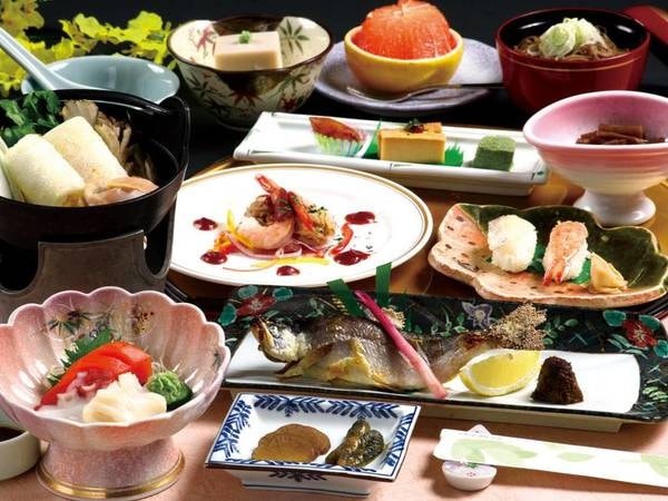 【ご夕食/一例】地域の食材にこだわった桃豚・きりたんぽ鍋会席等、郷土の旨味をご堪能下さい