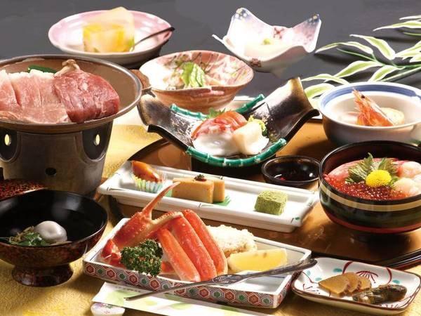 【ご夕食/一例】ずわい蟹付牛とガーリックポーク会席はボリューム、味共に人気のメニューです♪