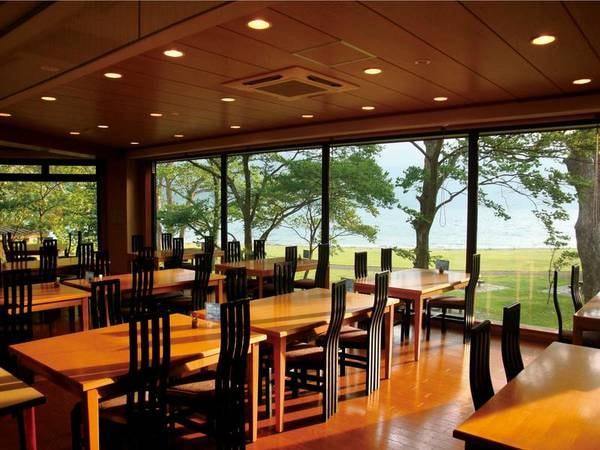 【お食事会場/例】湖畔を臨む、眺めの良いレストランにてゆっくりお食事をお楽しみ下さい