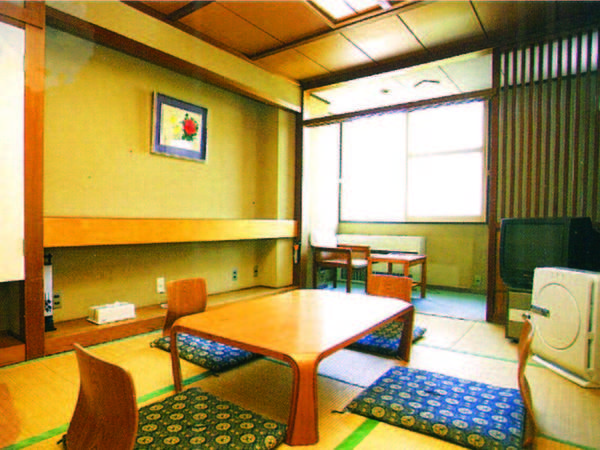 【客室/例】山々や田園風景を望む7.5畳以上の和室へご案内