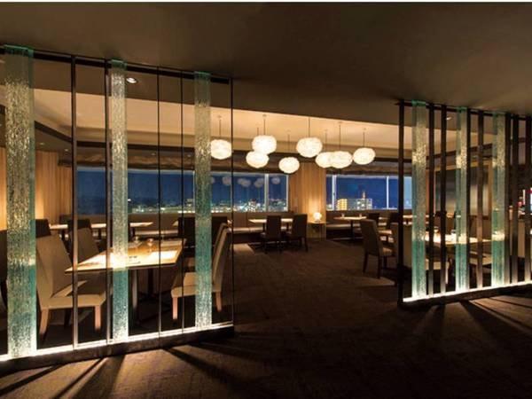 ディナーは眺めの良いホテル12階のレストランで