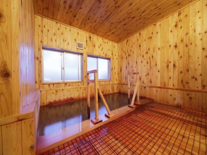 貸切風呂 木の香りただようリニューアル後の貸切浴場