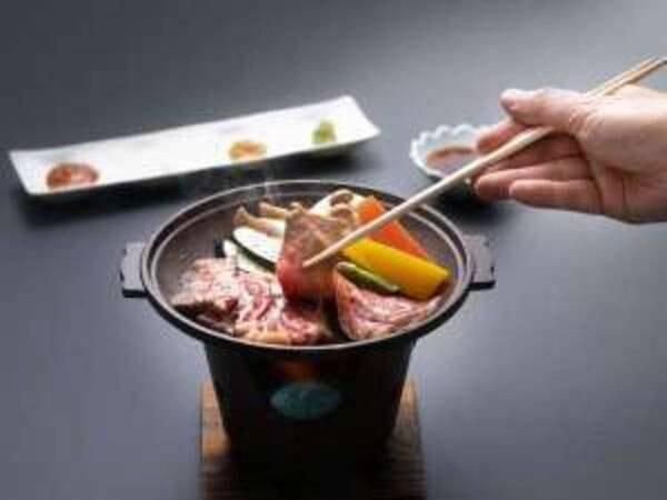 秋田錦牛サーロインと季節野菜の陶板焼き付/一例
