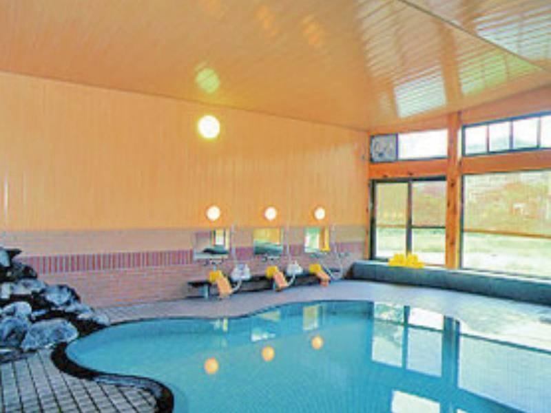 【内湯】創業の昭和時代に造られた、桜の花びらを模した浴場 おすすめ: