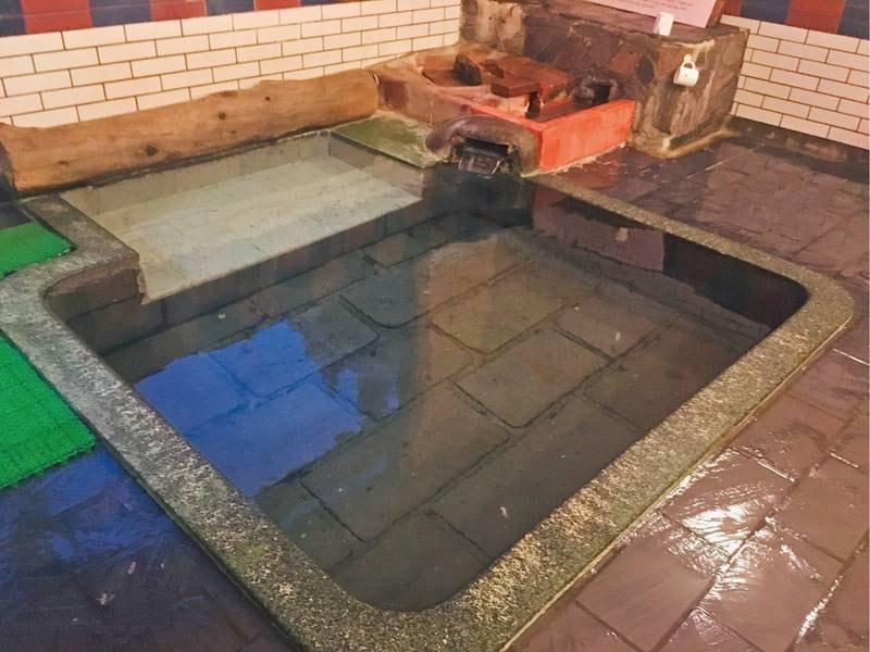 【大正風呂(内湯)】創業以前の大正時代から受け継がれている由緒ある浴場