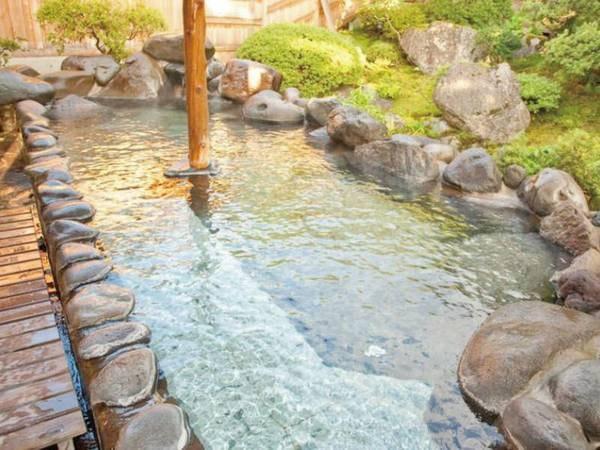【庭園露天風呂(露天風呂)/夏】四季を織りなす庭園を眺めながら露天風呂に浸かる