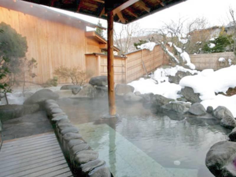 【雪見庭園露天風呂(露天風呂)/冬】四季を織りなす庭園を眺めながら露天風呂に浸かる