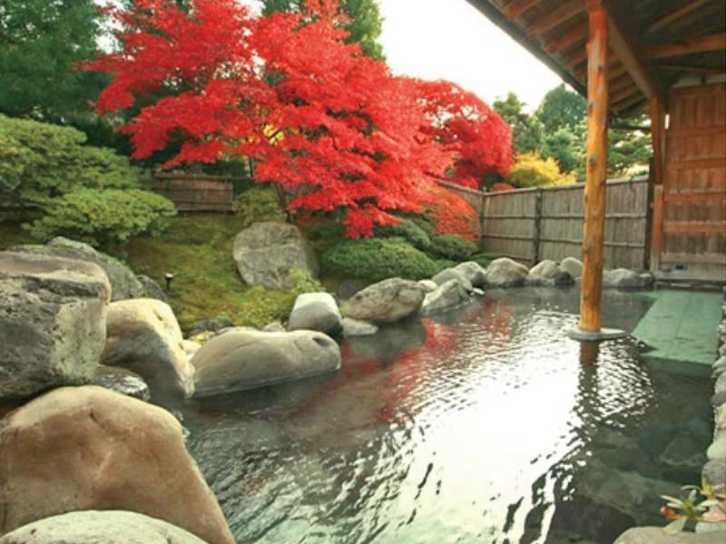 【紅葉/庭園露天風呂(露天風呂)/秋】四季を織りなす庭園を眺めながら露天風呂に浸かる