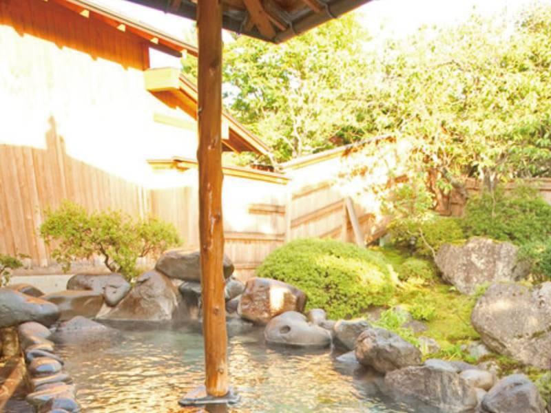 【新緑/庭園露天風呂(露天風呂)/春】四季を織りなす庭園を眺めながら露天風呂に浸かる