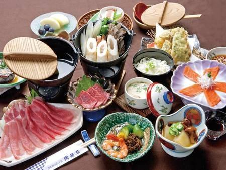 【贅沢郷土味覚膳「松」コース/例】地元秋田の山の幸、海の幸。厳選された鹿角の幸を加えた田舎料理はお客様に大変ご好評です。