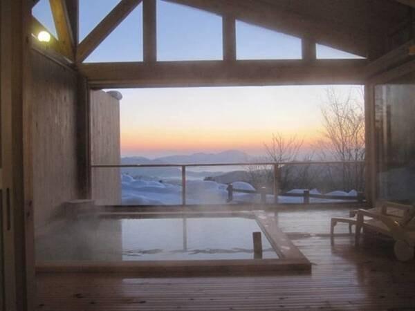 【ホテルグランド天空】全室から水深日本一の田沢湖が望める大自然に囲まれた一軒宿。満点の星空など美しい世界が望める