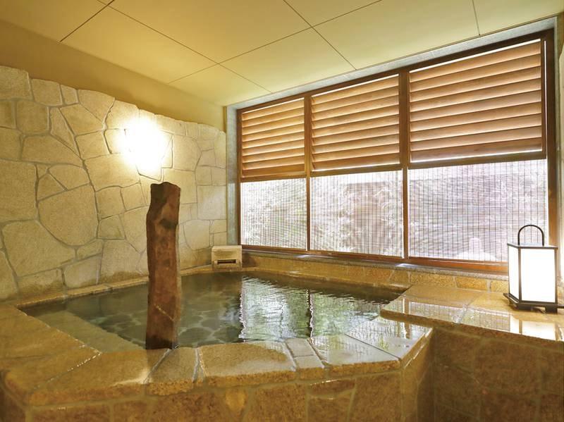 【貸切風呂~岩~】岩で作られた湯舟でより温かみを感じる