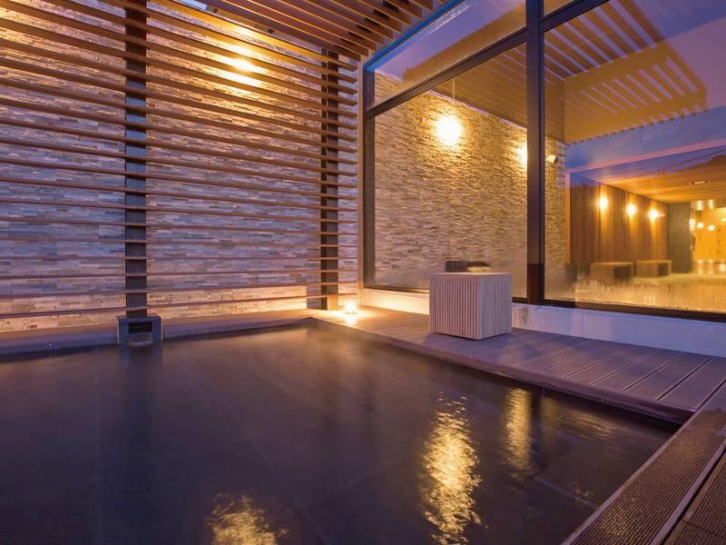 露天風呂/例:熊本城主・加藤清正が湯治に訪れ、汗疹(あせも)を治したと伝えられる源泉掛け流し100%の良質天然いで湯。湯上りはお肌がツルツルに
