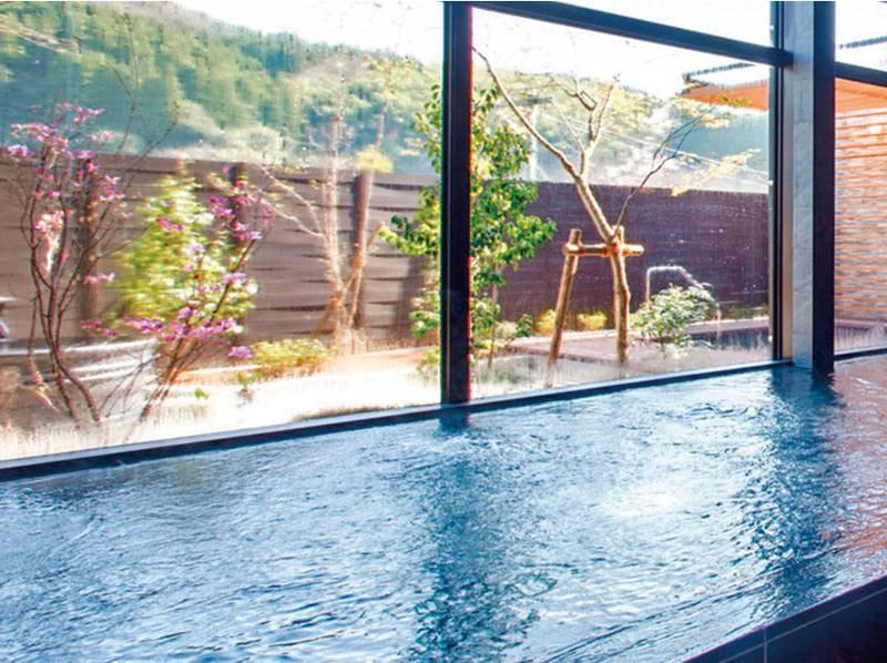 大浴場/例:雄大で開放的な眺望とともに良質な湯治湯で癒す