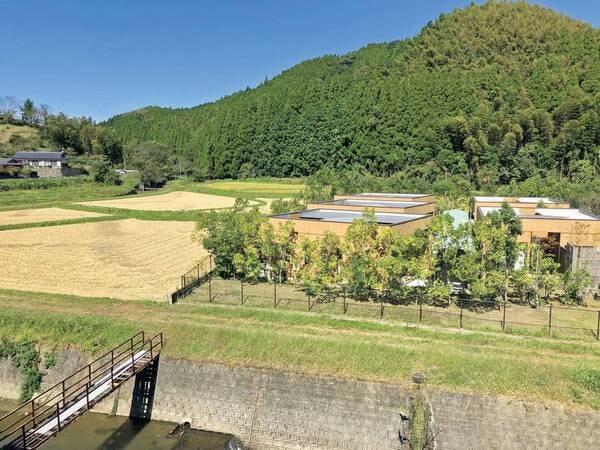 2階眺望/例:のどかな山や川が流れる