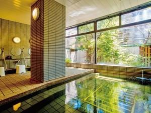大浴場/茶褐色の温泉を堪能!