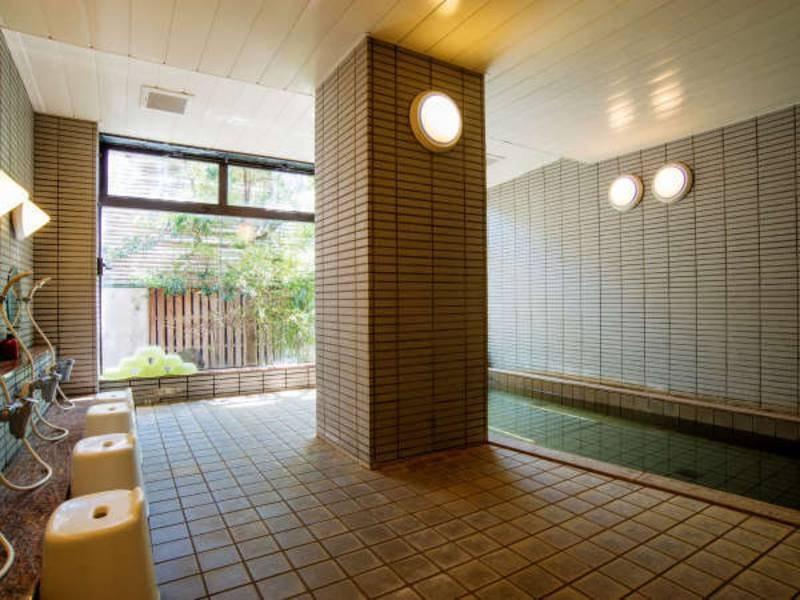 女性大浴場/茶褐色の温泉は源泉かけ流し!