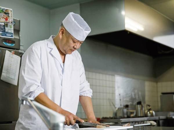 【料理長】こだわりの手作り料理をご提供