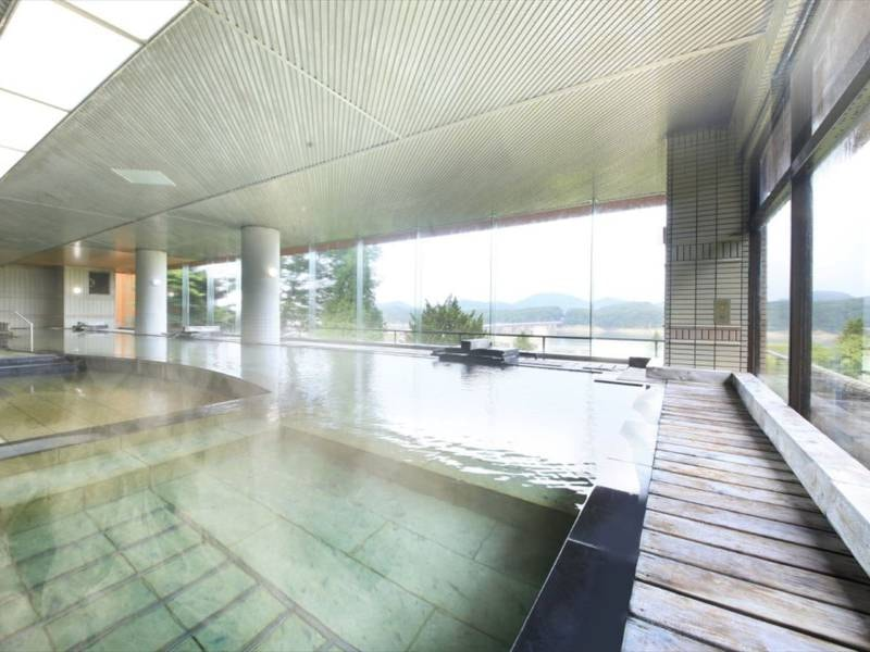 【大浴場 大観の湯】約25メートルの広々開放的な大浴場。心身のリラクゼーションをご満喫ください。