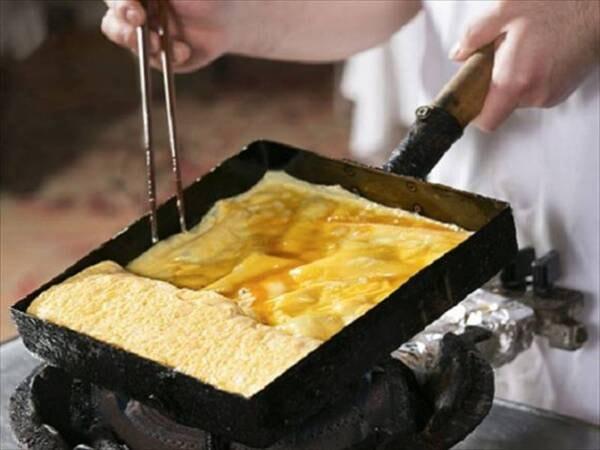 【ご朝食一例】料理人が腕によりをかけた、ふわふわの「だし巻タマゴ焼き」