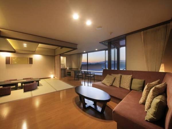 【<別邸うらら>デラックス リビング&ベッドルーム/例】広々としたお部屋からは、奥羽連山と御所湖が一望できます。