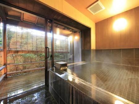 【露天風呂付客室/例】広々とした内湯は、家族風呂に最適です