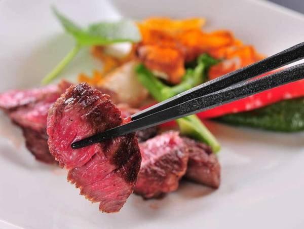 【グレードアップコース/一例】メインの秋川牛ステーキはグレードアップコースのみのご提供!