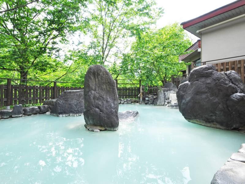 【露天風呂・混浴】源泉かけ流しの温泉をお楽しみください。