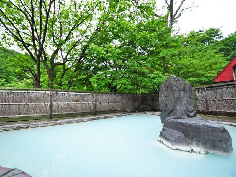 【露天風呂・女性専用】季節の移ろいを感じながらご入浴ください