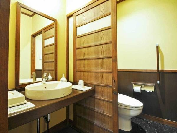 【客室/例】本館7.5畳和室(2F・トイレ付)の洗面所とトイレ