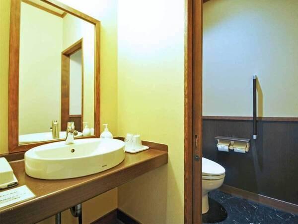 【客室/例】本館8畳和室(トイレ付)の洗面所とトイレ