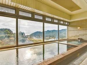 【温泉】大きな窓から海が見える天然温泉大浴場