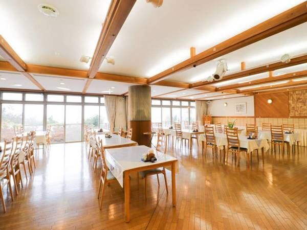 【レストラン潮】約100名収容可能なレストランでは地元で獲れたての厳選された海の幸や、海陽町の地鶏「阿波尾鶏」を愉しめる