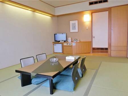 【和室10畳】全室オーシャンビュー。畳に布団派の方は和室がおすすめです
