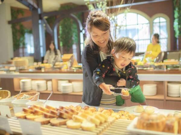 【朝食ブッフェ】ホテルメイドの焼き立てパンもおすすめ(オクトーバーフェストイメージ)