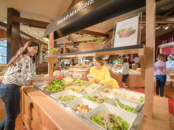 【朝食ブッフェ】種類も豊富なサラダコーナーも。(オクトーバーフェストイメージ)