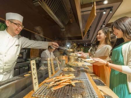 【夕食ブッフェ】ライブキッチンで焼き立てをご提供!オクトーバーフェスト例