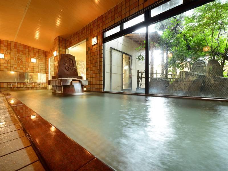 【大浴場】豊富な湯量は天童温泉随一!24時間入浴可能な大浴場で効能豊かな湯を堪能