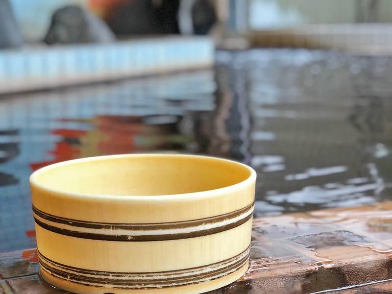 【泉質】茶褐色のこんこんと湧き出る名湯を満喫