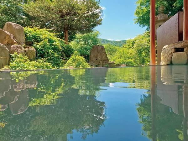 【庭園露天風呂】ゲレンデを遠望しながら乳白色の温泉でリラックス