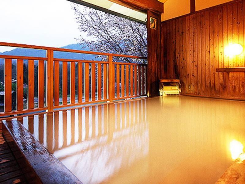 源泉眺望風呂(男性用)乳白色の硫黄泉