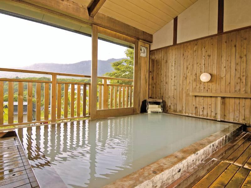 源泉眺望風呂(男性用):新緑の季節