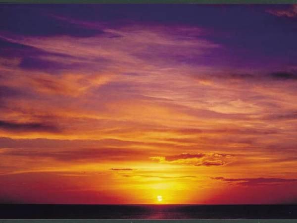【夕陽】日本海に沈む夕日を客室からゆったりと眺める事ができる