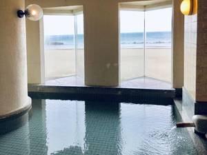 眺海の湯/源泉かけ流し!砂浜と海を望む大浴場。19時に高砂の湯と男女入替となります
