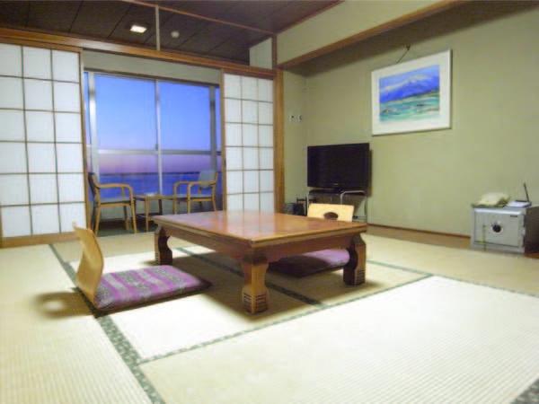 【客室/例】4名様までは夕食も朝食も嬉しい部屋食でのご用意!日本海を眺めごゆっくり