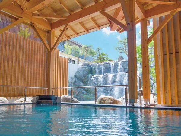 【美味求真の宿 天童ホテル】庭園から流れる滝を眺める滝見露天風呂が自慢!