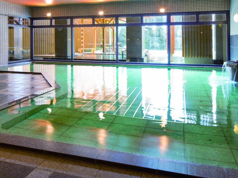 【大浴場】24時間ゆったりとくつろげる大浴場。サウナも併設